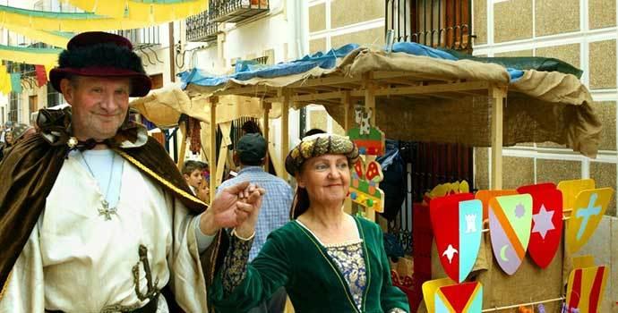 Como cada año, el casco histórico de Benissa se llena de puestos artesanales