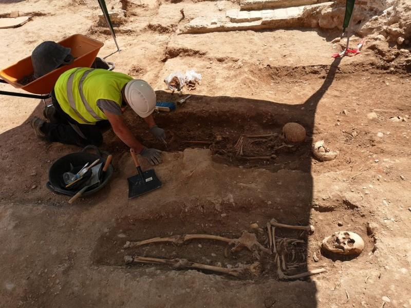 Cementerio medieval desenterrado durante la restauración del muro islámico en la Costa Blanca